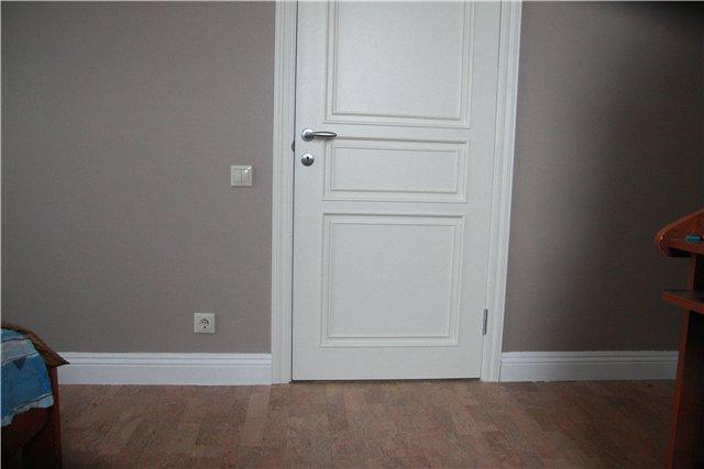 Белый плинтус напольный фото в интерьере
